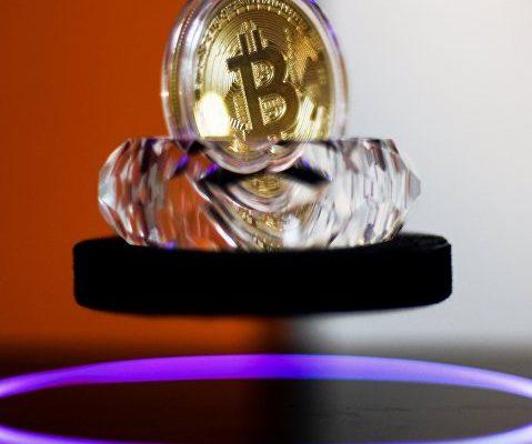 Майнеры bitcoin возобновляют скопление цифровой валюты